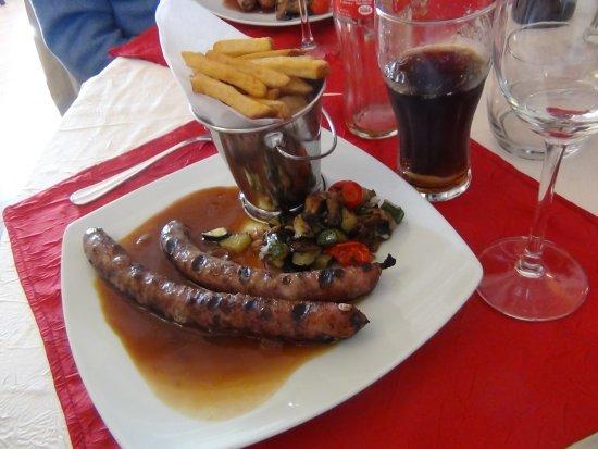 Chaufour-les-Bonnieres, France: Saucisses Gaston grillées au feu de bois