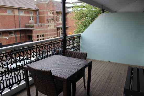 The Grand Hotel Newcastle: No greay view but Fabulous Balcony