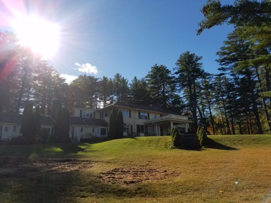 Holderness, Νιού Χάμσαϊρ: Looking back at the main house