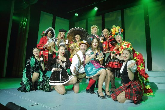 babbacombe theatre 12 drinks of christmas christmas is magical 201718 - 12 Drinks Of Christmas