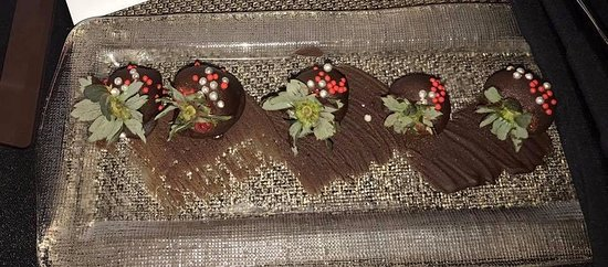 Hyatt Regency Jersey City: Chocolate covered strawberries (?!?)