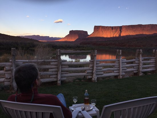 Red Cliffs Lodge: Room price may approach luxury, but the view is definitely worth it!