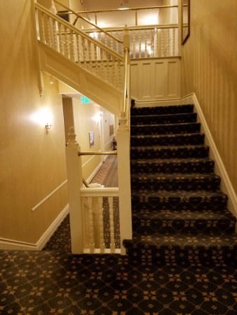 The General Morgan Inn: Odd assortment of levels and interior stairs