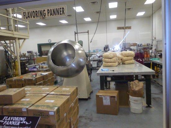 Kawaihae, HI: Packaging and processing...