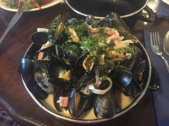 The Atmospheric Railway Inn: Mussels cooked in smoked bacon and Devon Red cider (customer photo).