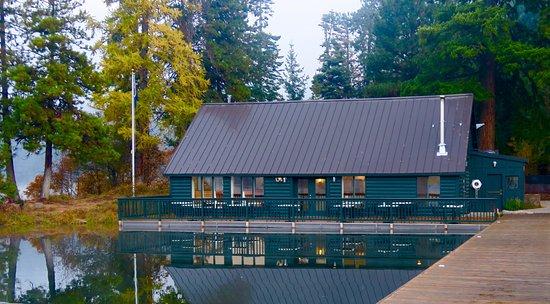 ซิสเตอร์ส, ออริกอน: Boathouse