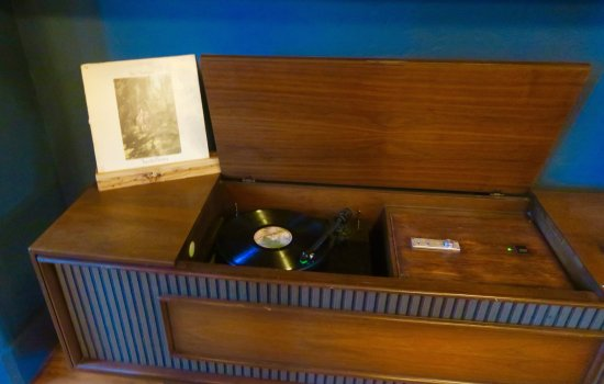 Sisters, OR: Vinyl Record Player