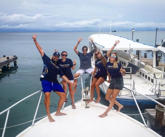 Bay Islands College of Diving: Four new Instructors in the waters!!
