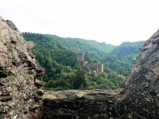 Manderscheid, Almanya: Le Niederburg vu du Oberburg