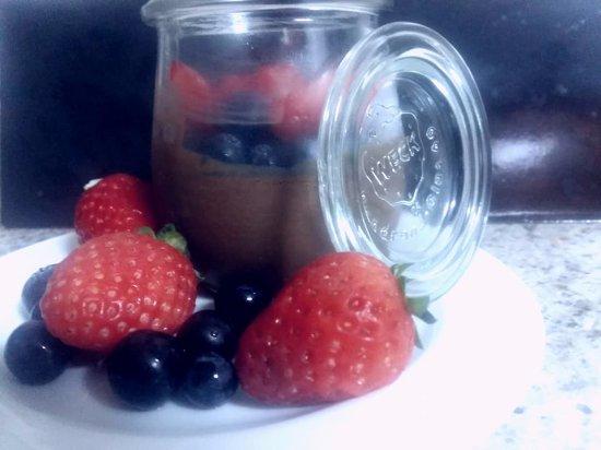 Acquasparta, Italy: Mousse al Cioccolato con Mirtilli e Fragole