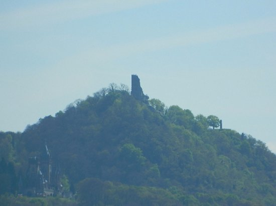 KD Day Cruises: View of Drachenfels