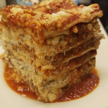 Avon Lake, Огайо: Five layer meat Lasagna! One of our specials.