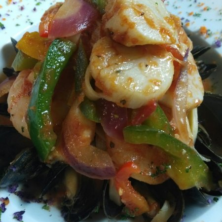 The Lake Grill Restaurant: Seafood Linguini