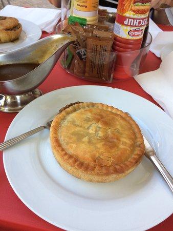 Legends Bar La Pineda: мясной пирог