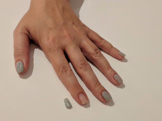 Debenhams: Nails Inc gel manicure - Day 9 - another gel nail falls off by itself