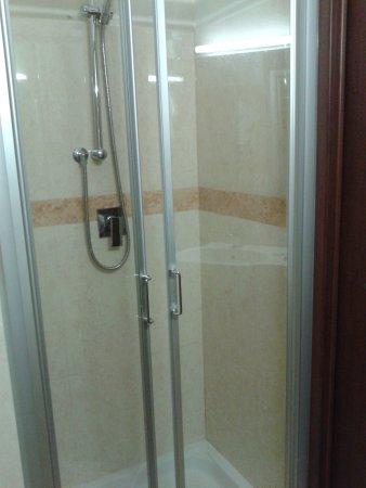 Croce di Malta Hotel: box doccia