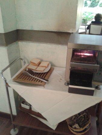 Croce di Malta Hotel: tostapane locale colazione