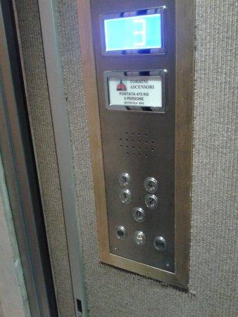 Croce di Malta Hotel: ascensore
