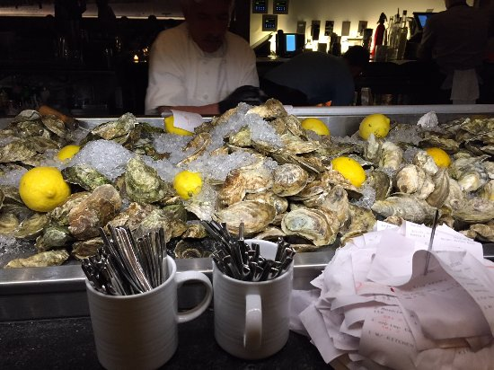 Island Creek Oyster Bar: Fresh oysters galore!