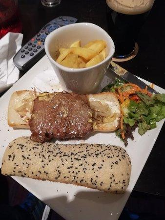 Diamond Coast Hotel: Very poor portion of steak in the steak sandwich.
