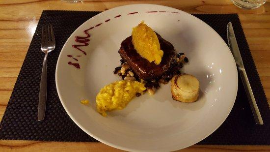 Fusione Restaurante: Bife de chorizo con tatin de pera y espuma de azafrán