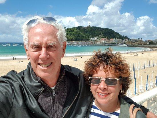 Barcelo Costa Vasca: Descendo na praia da Concha, após nos utilizarmos da condução do hotel.