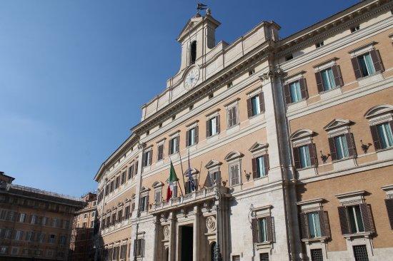Rome le parlement palazzo di montecitorio sede della for Camera dei deputati roma