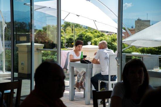 Rincón de López Restaurant: Vista de la terraza desde el salón