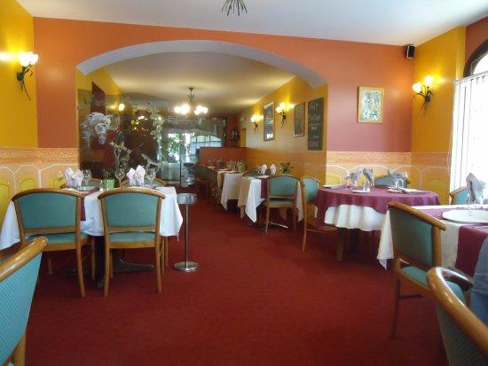 La belle salle manger picture of saint hubert for Belle salle a manger