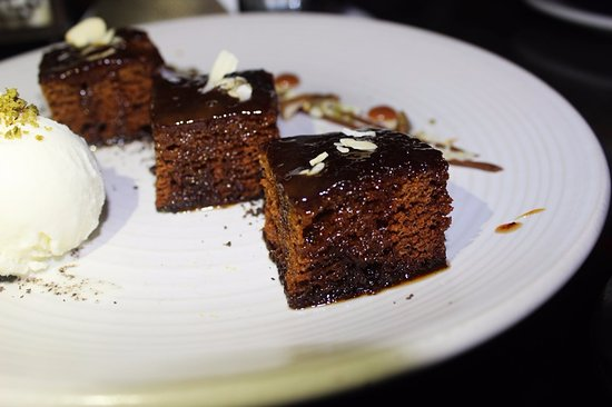 The Courtyard: Date cake