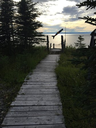 Kasilof, AK: Walking to stairs to beach & Swing bench just to the right at the end of this walkway