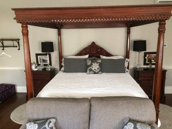 The Dinsmore House Bed & Breakfast: Dinsmore Room
