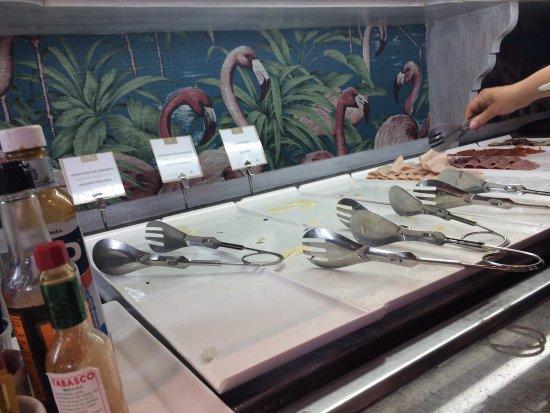 Apartamentos Fariones: Buffet breakfast