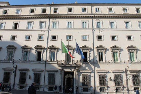 """Coronavirus, approvato dl 'Cura Italia'. Conte: """"Manovra economica poderosa"""""""