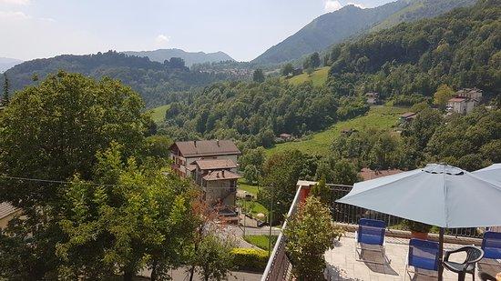 Serina, Italy: Vista dalla terrazza dell'hotel