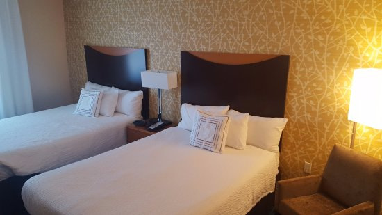 Fairfield Inn & Suites Mobile Daphne/Eastern Shore: Immaculate room, Pretty decor