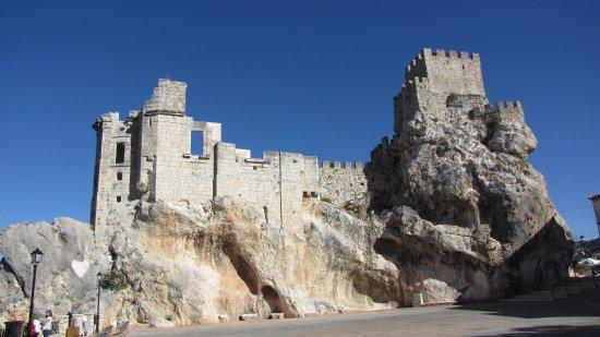 Zuheros, Spania: Vista exterior del castillo