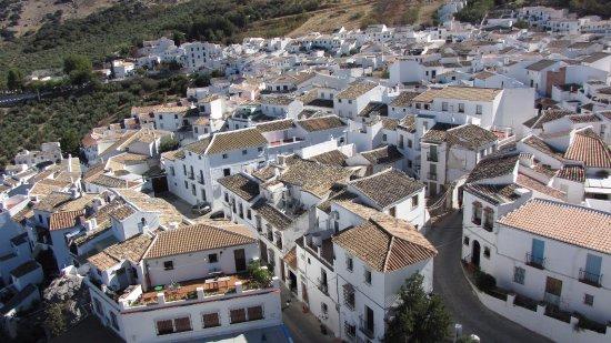 El pueblo de Zuheros desde el Castillo