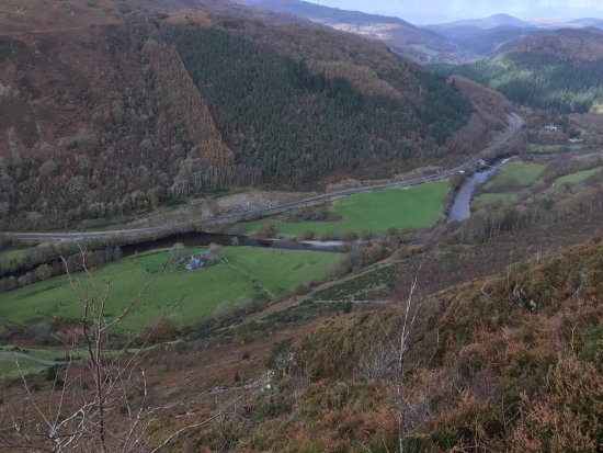 Precipice Walk: Looking down the valley