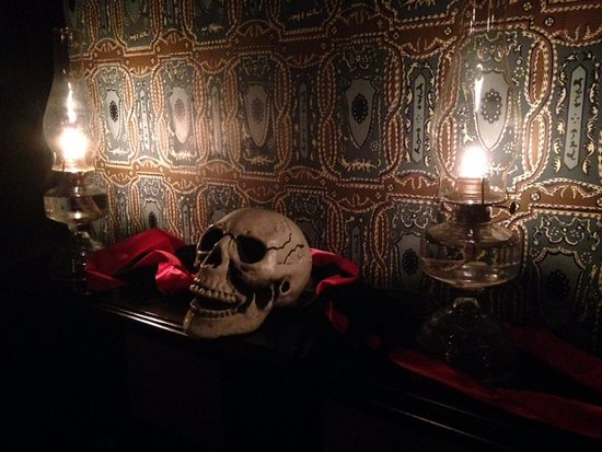 Living History Farms: Mantle decorated for Triskaideka Dinner (Victorian superstitions)