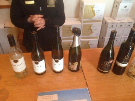 Kumeu, New Zealand: Free wine tastings
