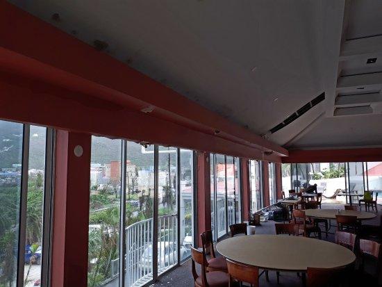 Treasure Isle Hotel: A very waterlogged ceiling