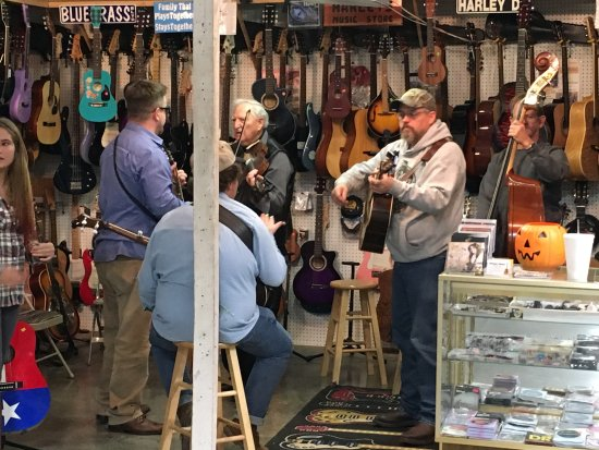 Sweetwater Flea Market: Jam session at Harley's