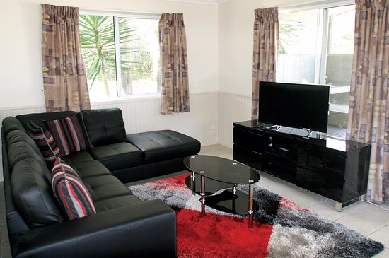 Shoalhaven, أستراليا: Tall Timbers Spa Cabin - lounge room