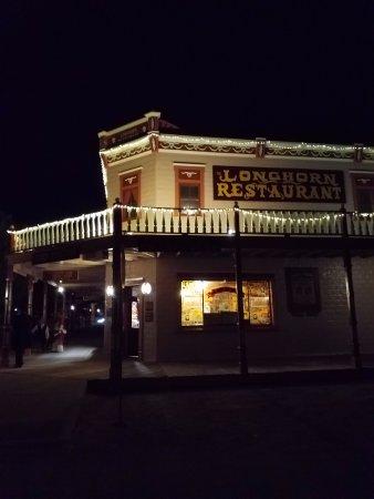 Longhorn Restaurant: Night view of the Longhorn