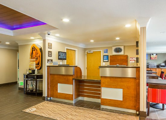 Arcata Hotel Room