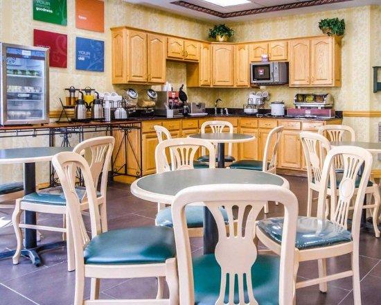 North Vernon, IN: Breakfast Area