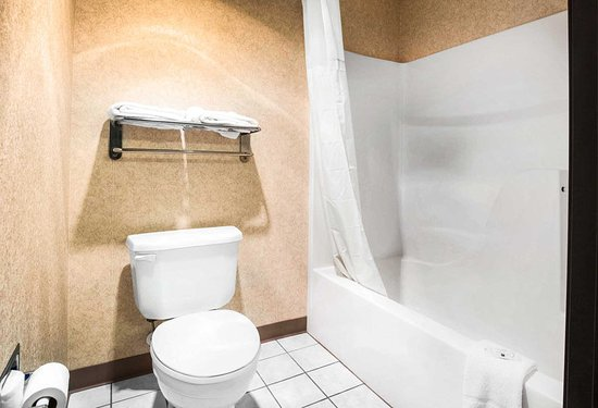 Monee, IL: Bathroom in guest room