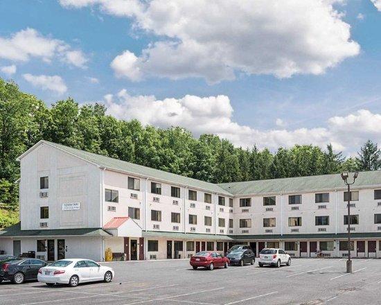 Motel 6 LA Vale-Cumberland : Exterior