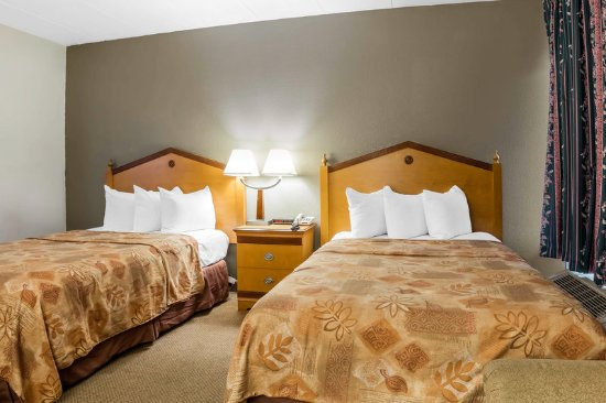 Econo Lodge Inn and Suites: Guest Room